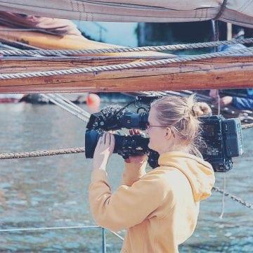 Les journalistes en France en 2018 : moins nombreux, plus de femmes et plus précaires